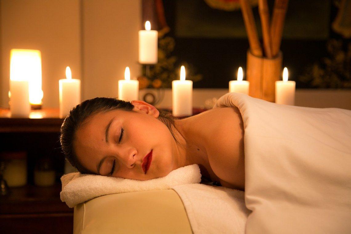 massage visage de femme